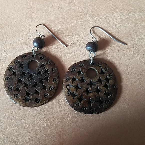 Jewelry - Brown carved dangle earrings